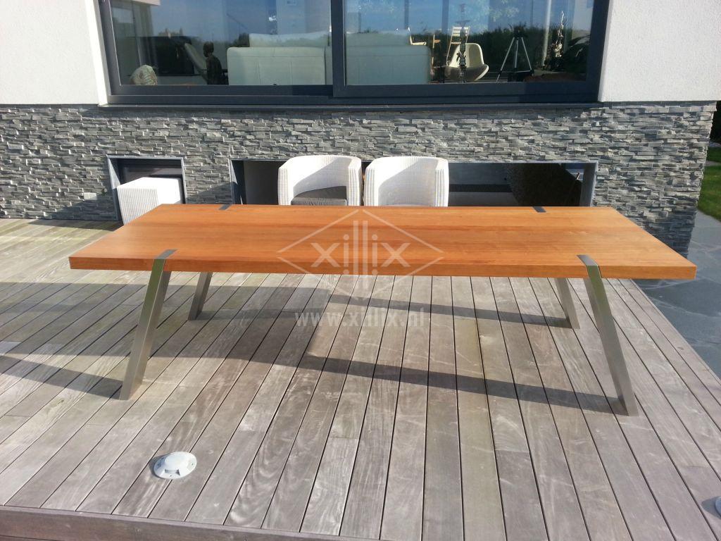 exclusieve grote eettafel van xillix.nl met schuin rvs onderstel en jatoba blad 280x110 cm