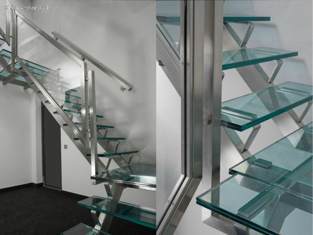 geheel roestvrijstalen trap xillix.nl met glazen treden