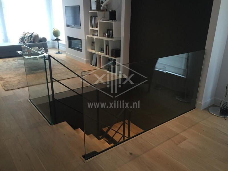 volledig glazen balustrade om trapgat heen xillix.nl