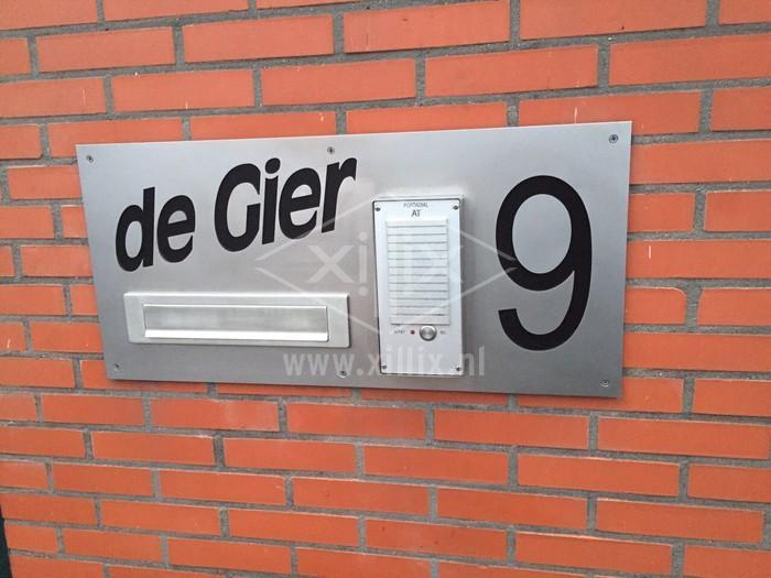 rvs naambord voor brievenbus met uitsnede voor intercom xillix.nl