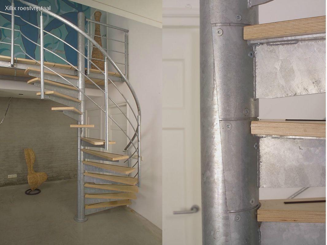 spiltrap van verzinkt staal xillix.nl met industriële uitstraling