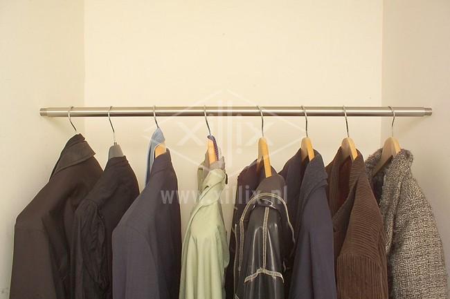 rvs op maat gemaakte garderobestang xillix.nl