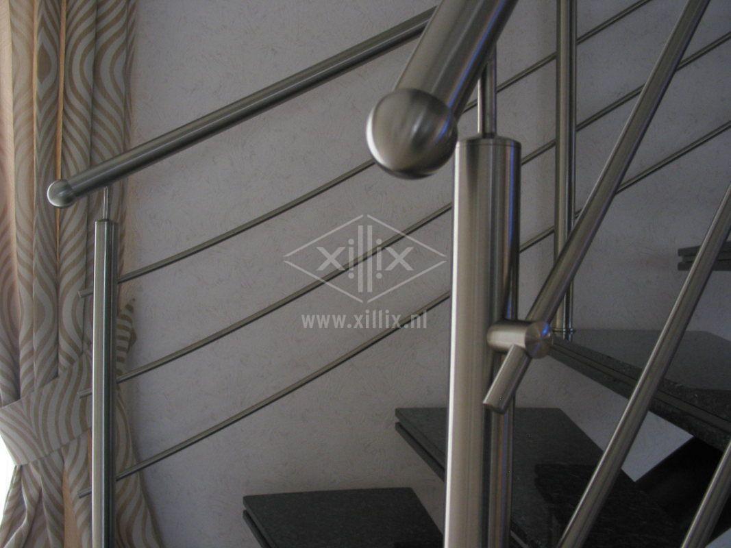 rvs traphek met rvs eindkap bol