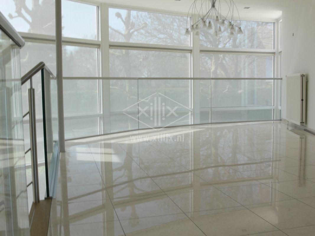 luxe volledig glazen balustrade zonder balusters met rvs handregel xillix.nl