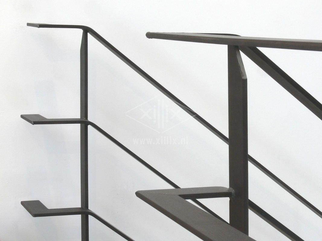 balustrade van blauw stalen strip