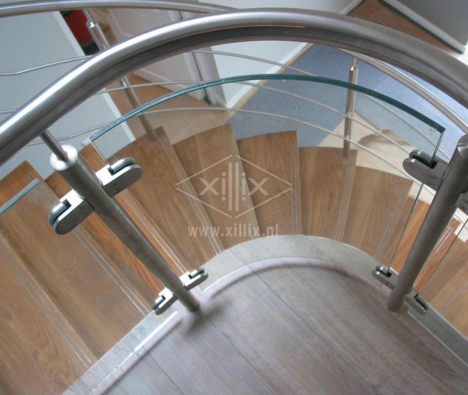 balustrade met gebogen glas en rvs leuning xillix.nl