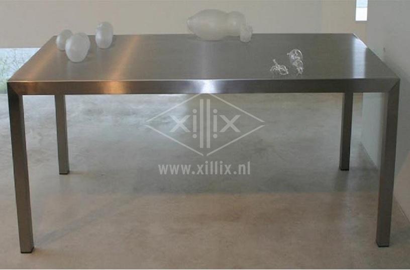 complete roestvrijstalen tafel xillix.nl uit één geheel