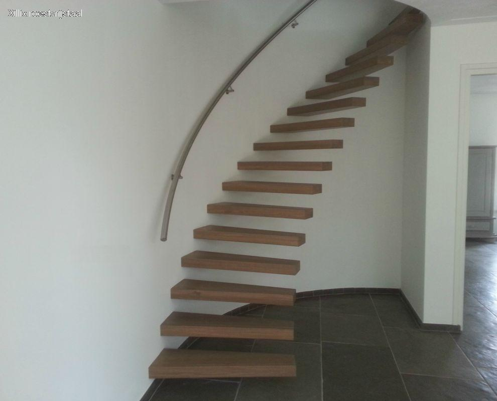 ronde zwevende trap xillix met rvs leuning