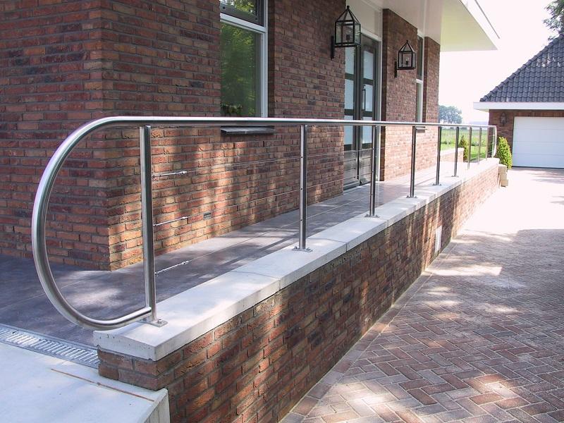 Xillix balustrades met spankabels, gaas